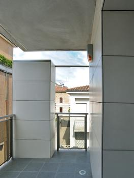 Internal and External Structure in Bergamo